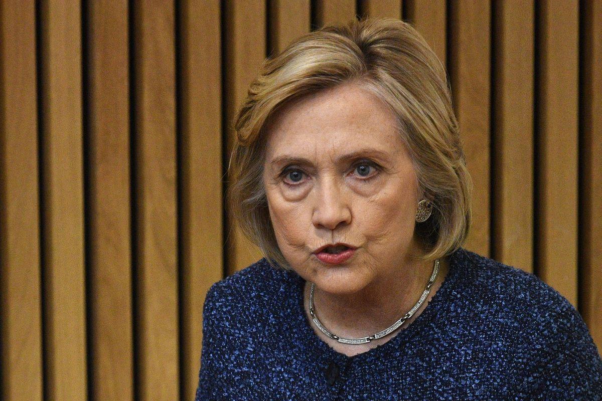 La Clinton si ricandida, ma è sempre in ritardo di otto anni