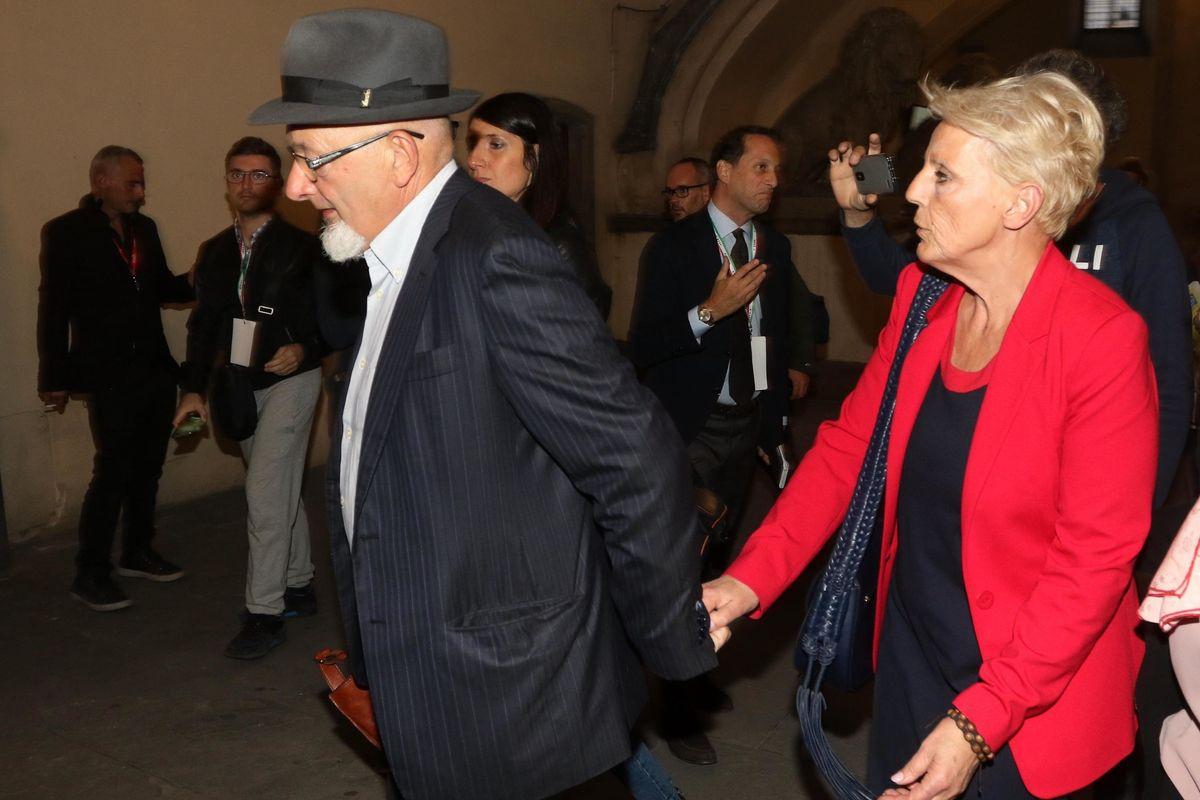 Fatture false e bancarotta. Papà e mamma Renzi agli arresti domiciliari