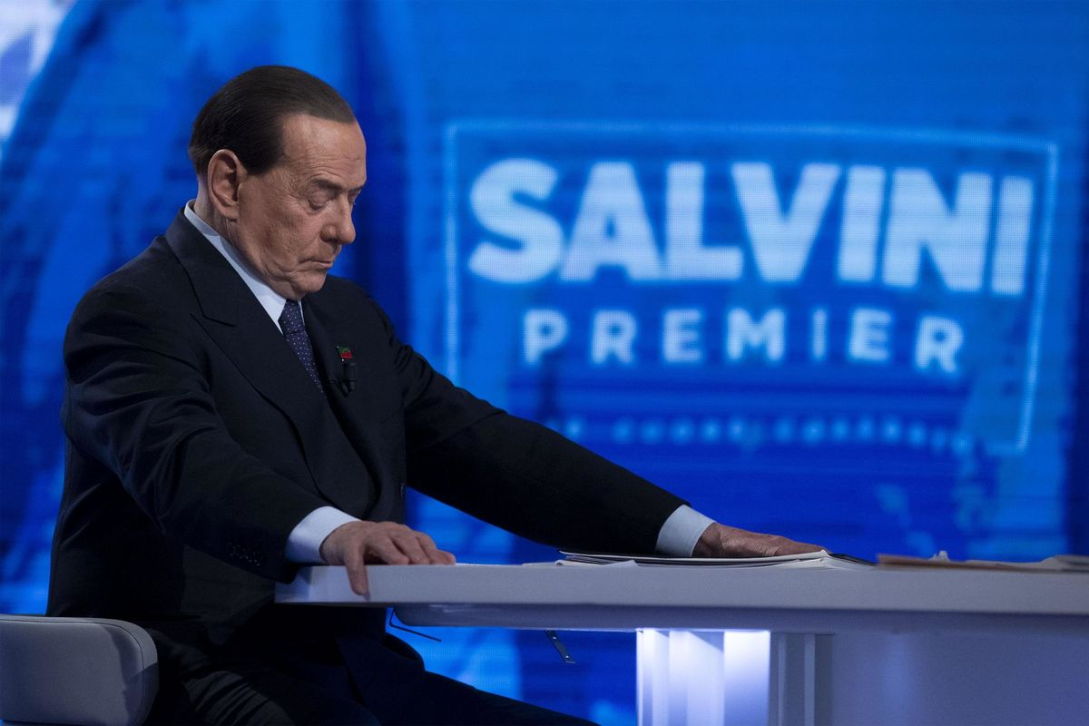 Il Cavaliere attacca: «Aria da dittatura». Salvini: «Detto da lui fa venire da ridere»