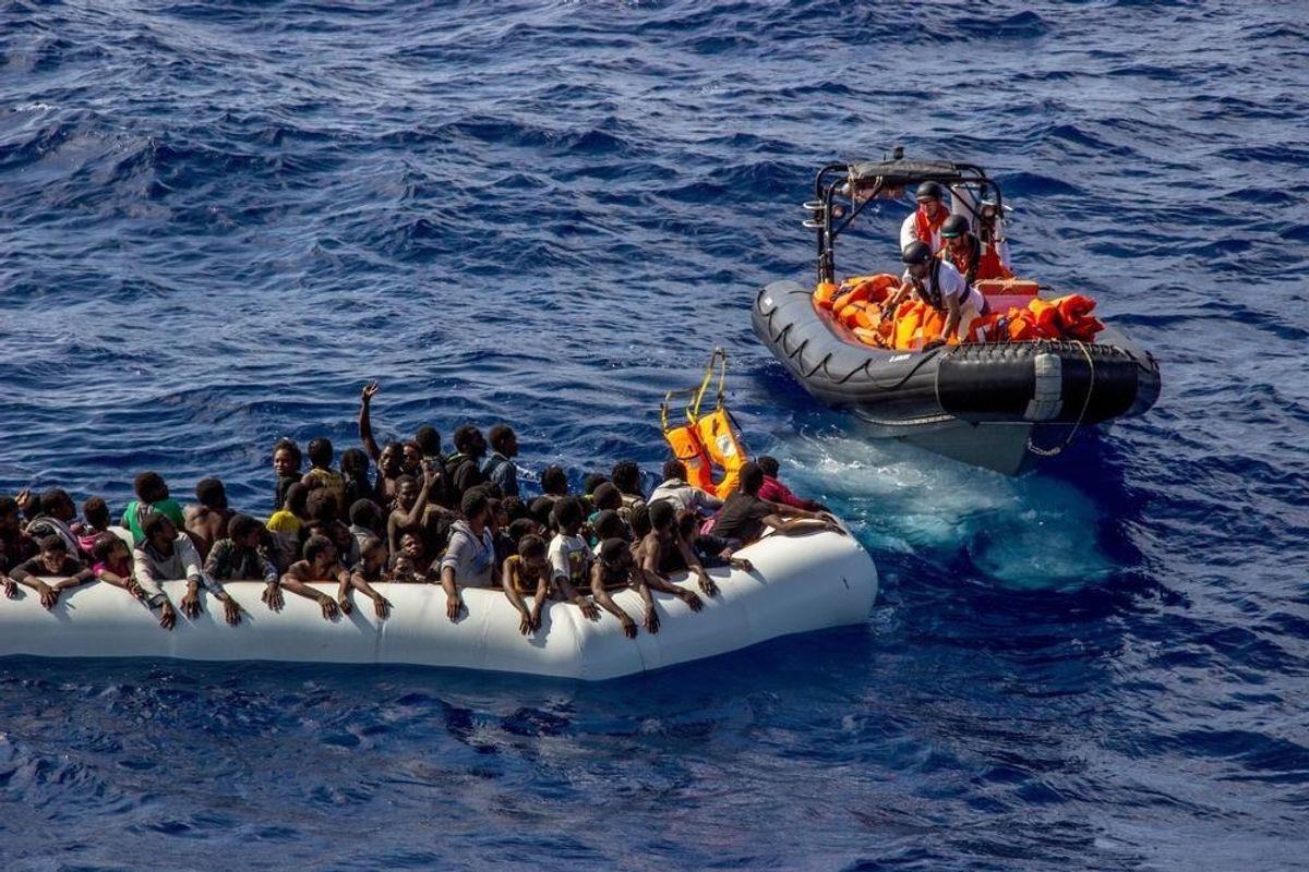Cassazione choc: se fa domanda di asilo il clandestino ferma l'espulsione