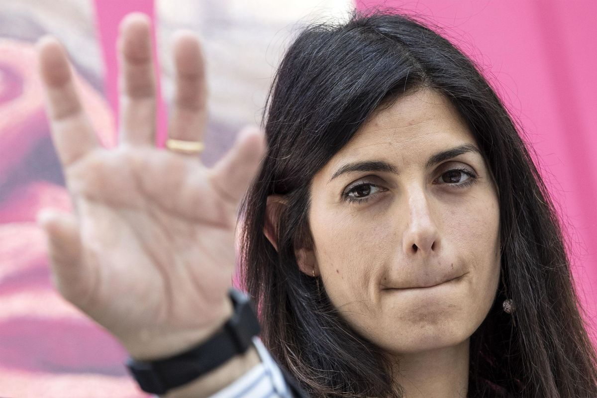 Parla Virginia Raggi: «Sì all'esercito nei campi rom. Ecco come risolvo il problema»