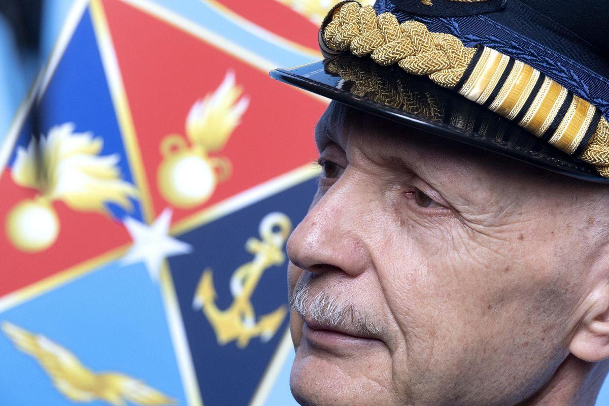 Il generale: «Difendere i confini non serve»