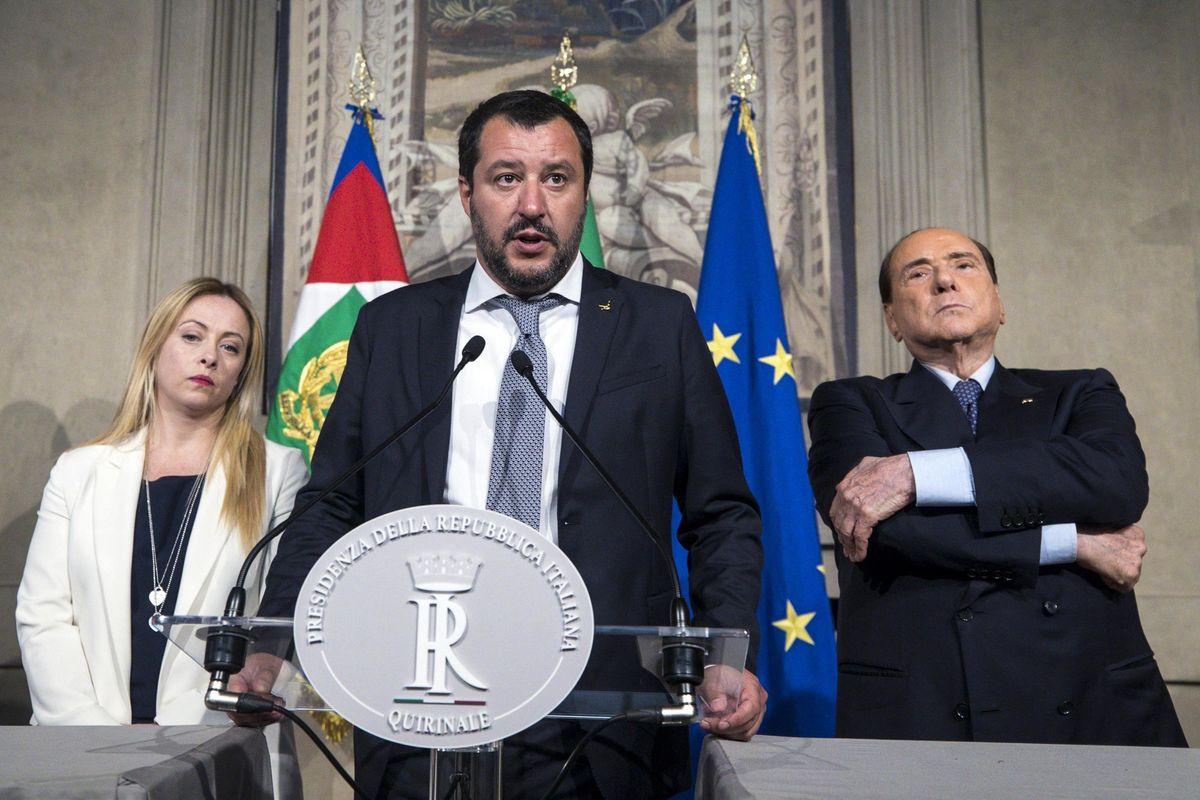 Appoggio esterno o voto subito. Berlusconi tratta tutta la notte