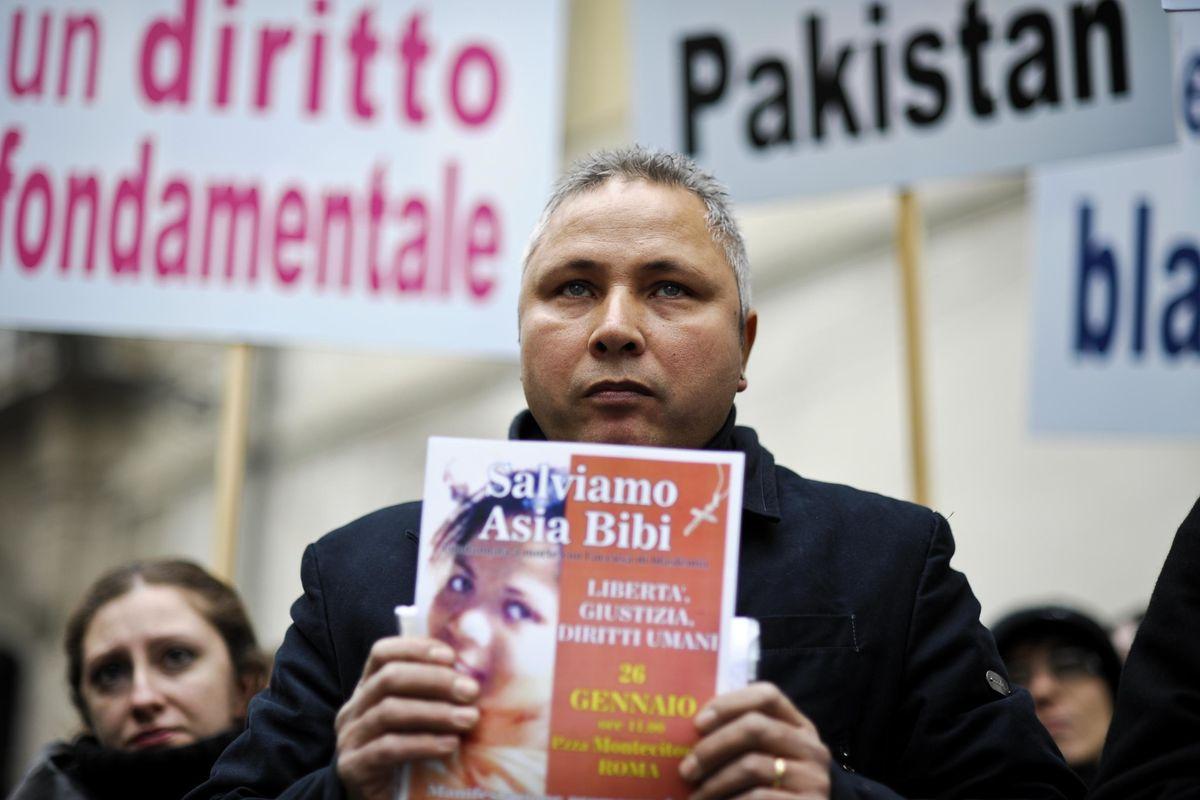 Asia Bibi resta ostaggio del Pakistan. Il legale in fuga: «Mi vogliono morto»