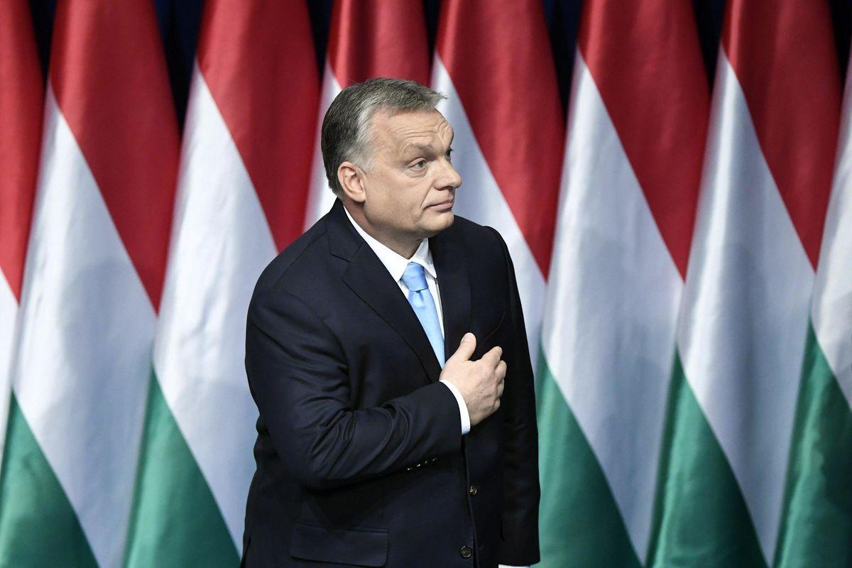 Con i fondi a famiglie e squadre di calcio Orbán sta allargando i confini ungheresi