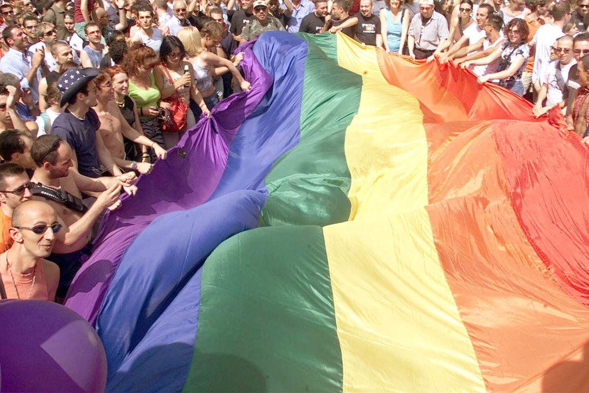 Dialogo con gruppi gay nel santuario. I fedeli raccolgono firme di protesta