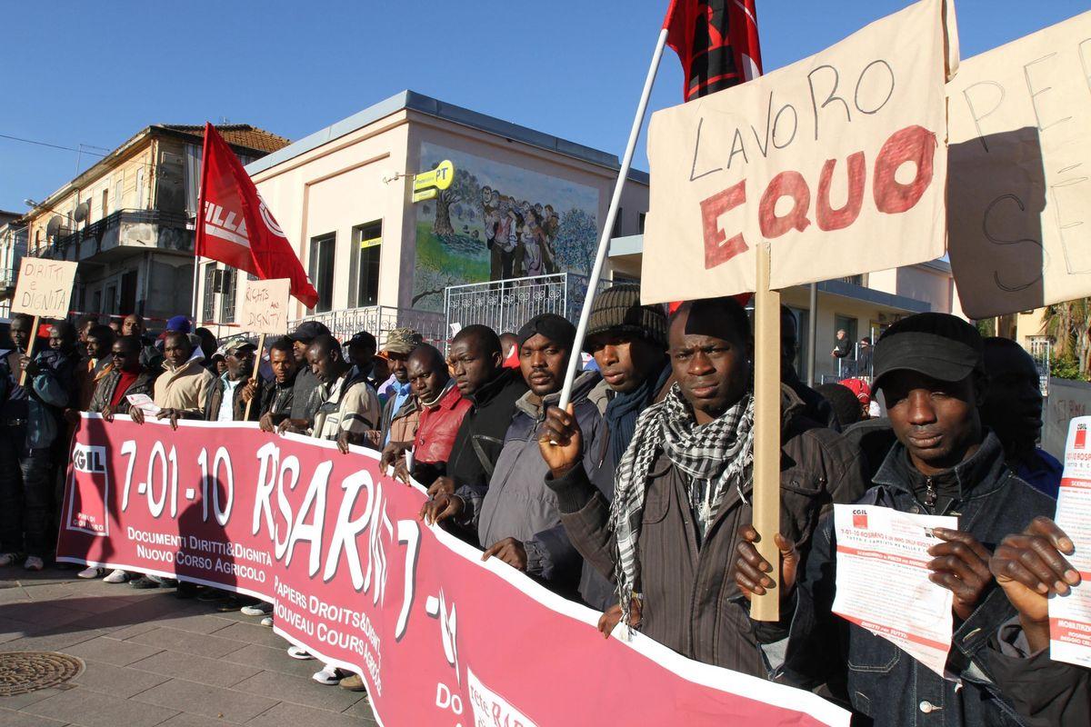 I lavoratori stranieri sostituiscono i nostri