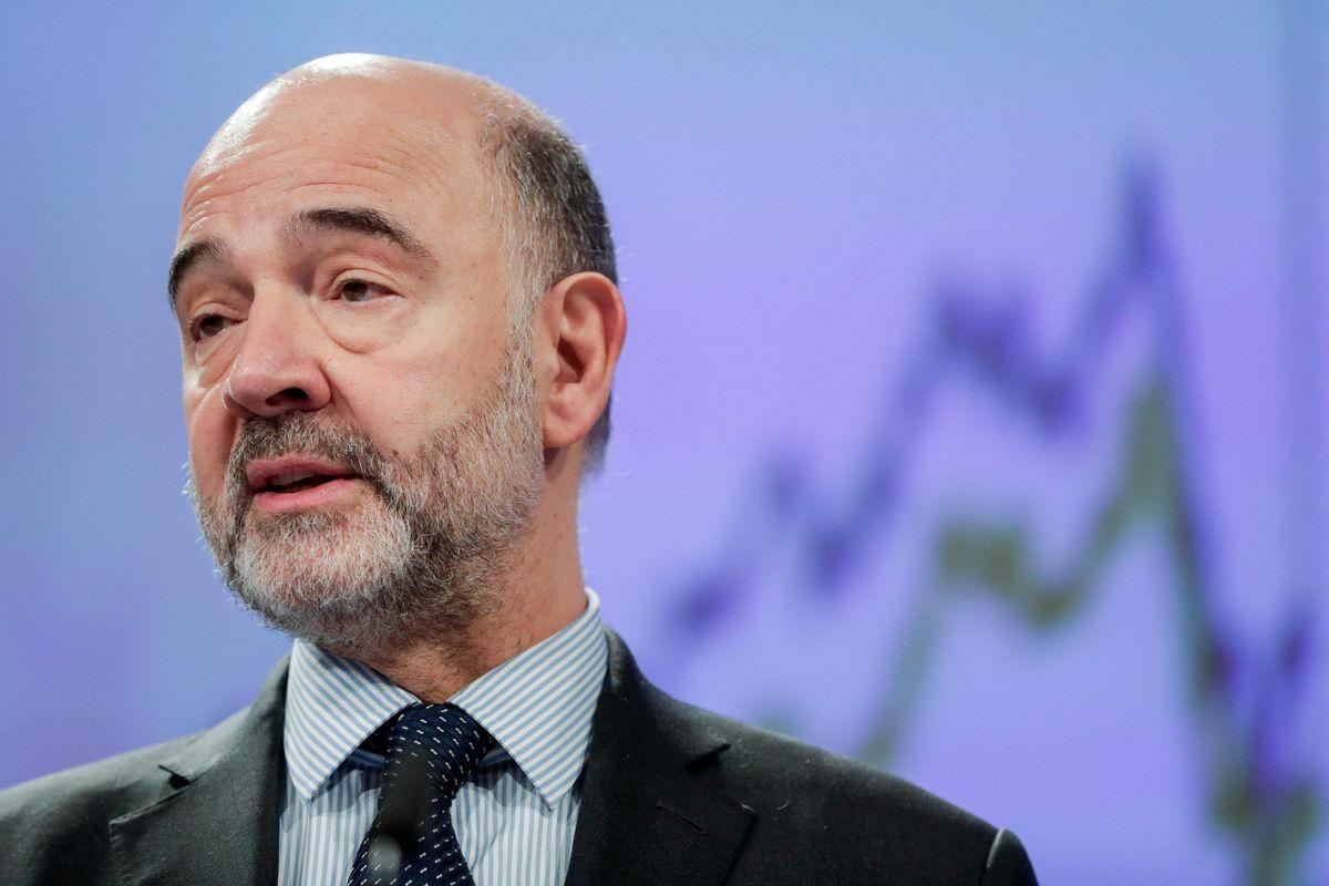 La scarpata fa male a Moscovici: «Fascisti»