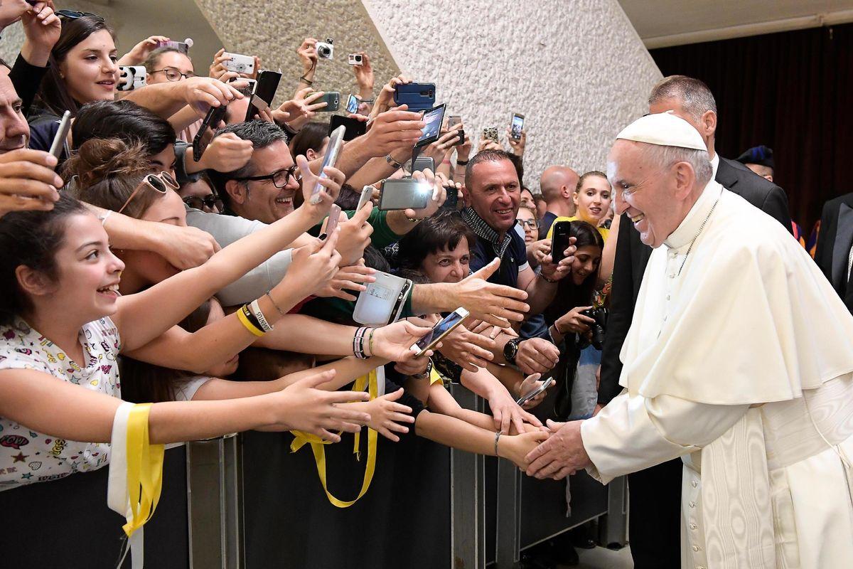 Si chiude il summit voluto dal Papa. Le vittime protestano: «Solo parole»