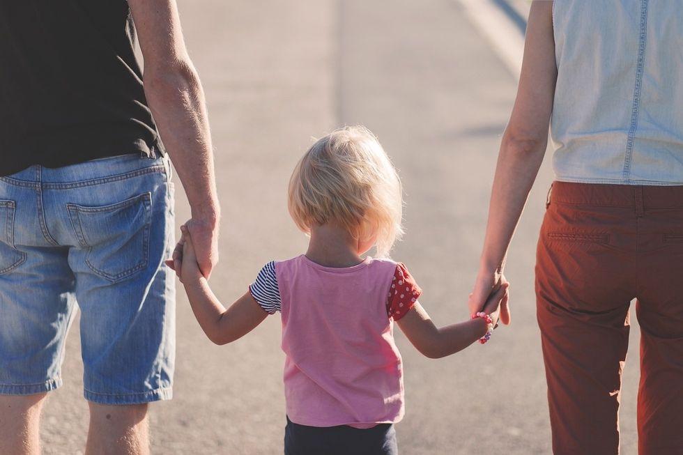 https://pixabay.com/en/affection-beach-parents-child-1866868/