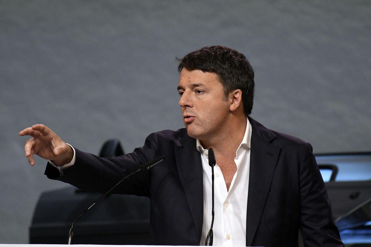 Renzi tuona contro la pace fiscale. Ma va in gita a Cannes con Briatore