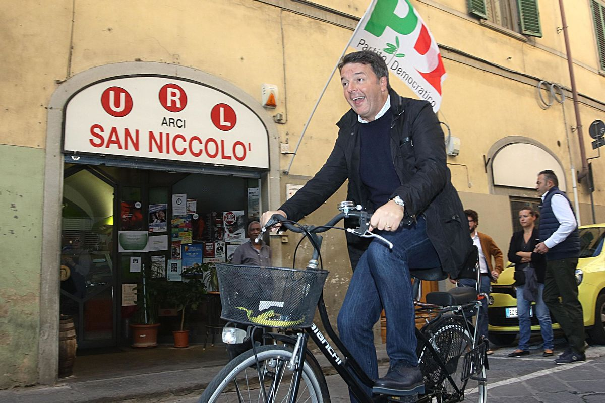Renzi scrive la manovra ombra per tornare in sella al Pd