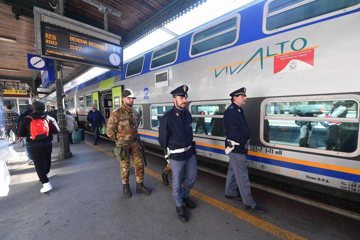 Pattuglioni di poliziotti sui treni. Negozi etnici, chiusura alle 21