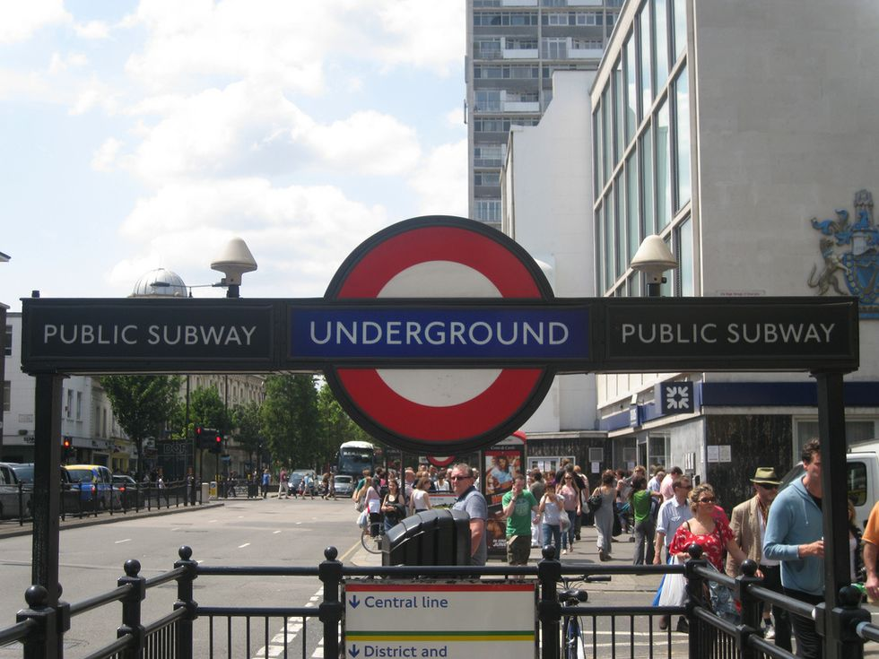 10 Thoughts Every American Has Probably Had While Taking The London Tube