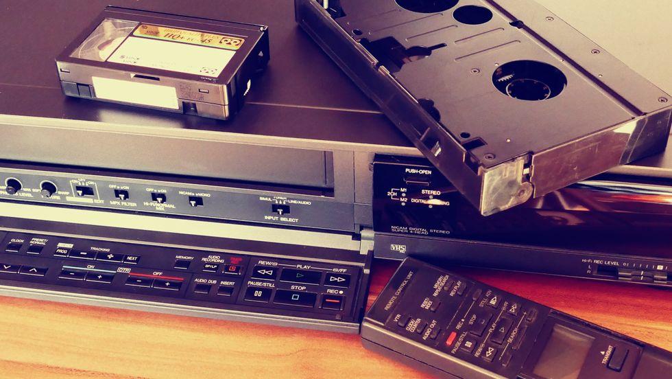 https://www.pexels.com/photo/classic-phonograph-record-retro-tech-157540/