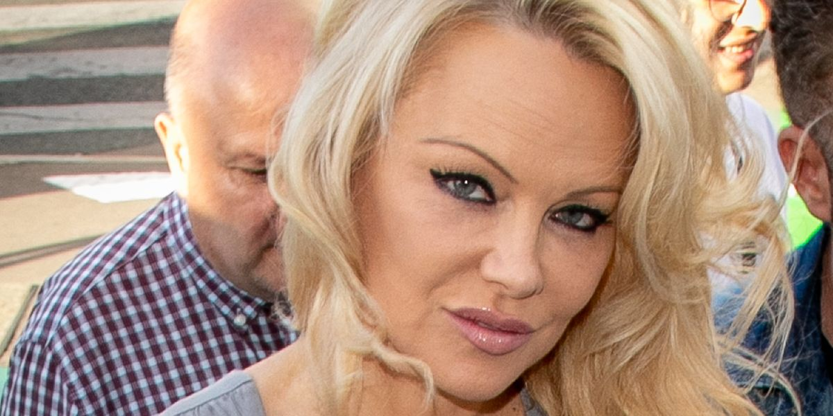 Pamela Anderson Passionately Defends Julian Assange