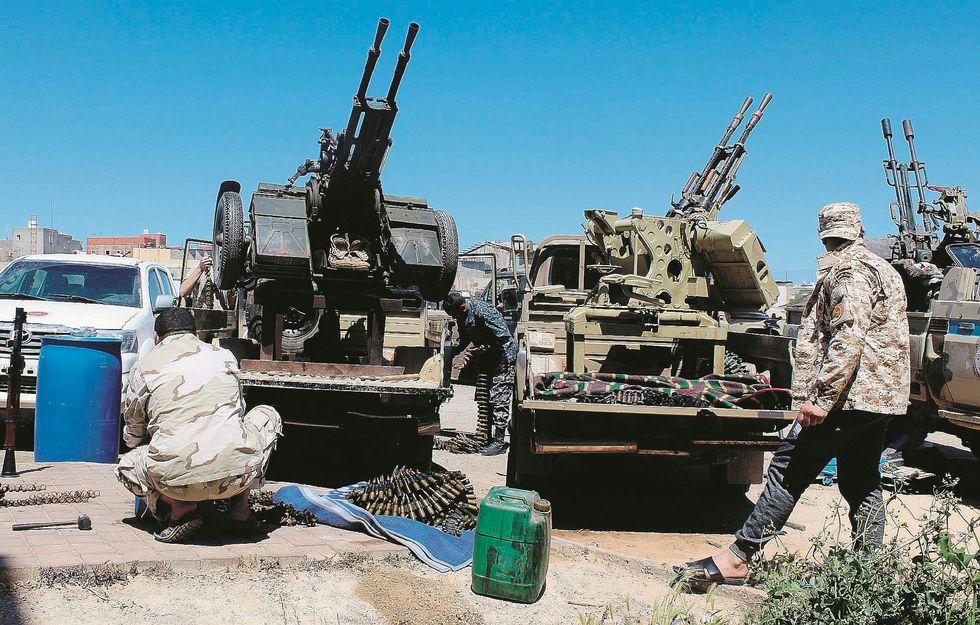 Libia, Serraj sgancia la bomba immigrati. «In 800.000 pronti a partire»