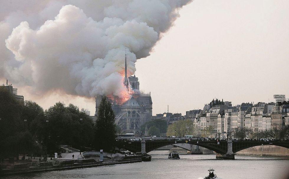 Dovevano restaurare Notre Dame. L'hanno devastata per sempre