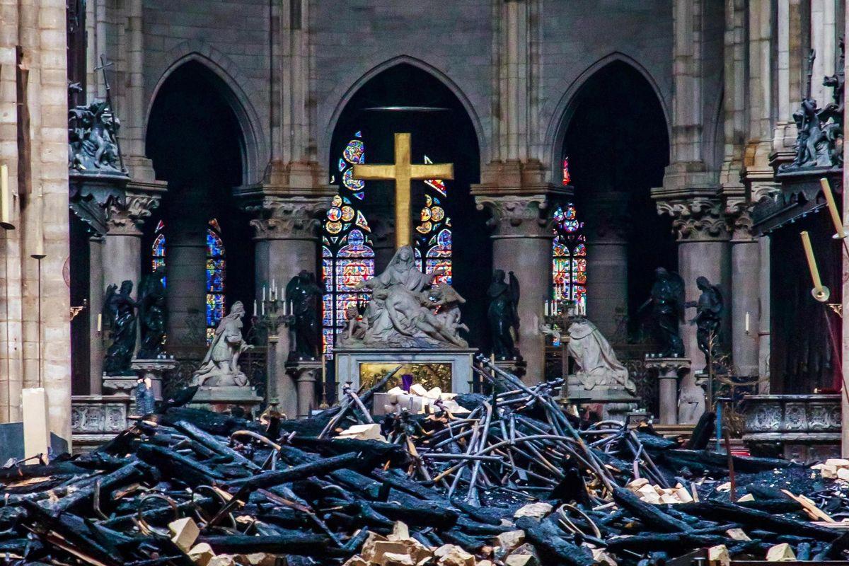 Notre Dame, dopo il fuoco l'oltraggio degli ipocriti