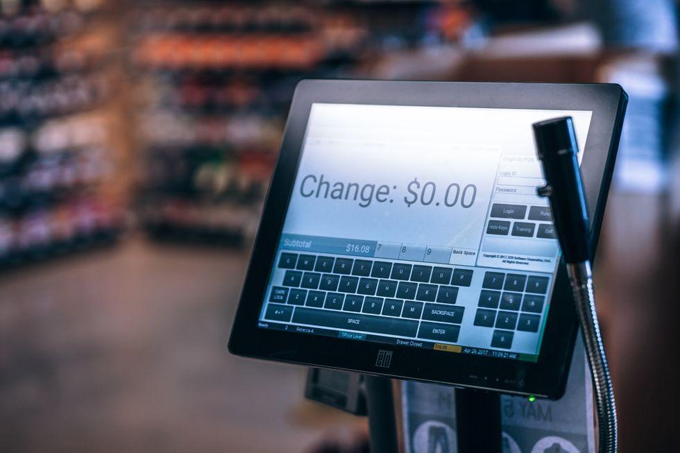 https://www.pexels.com/photo/photo-of-black-flat-screen-monitor-811103/