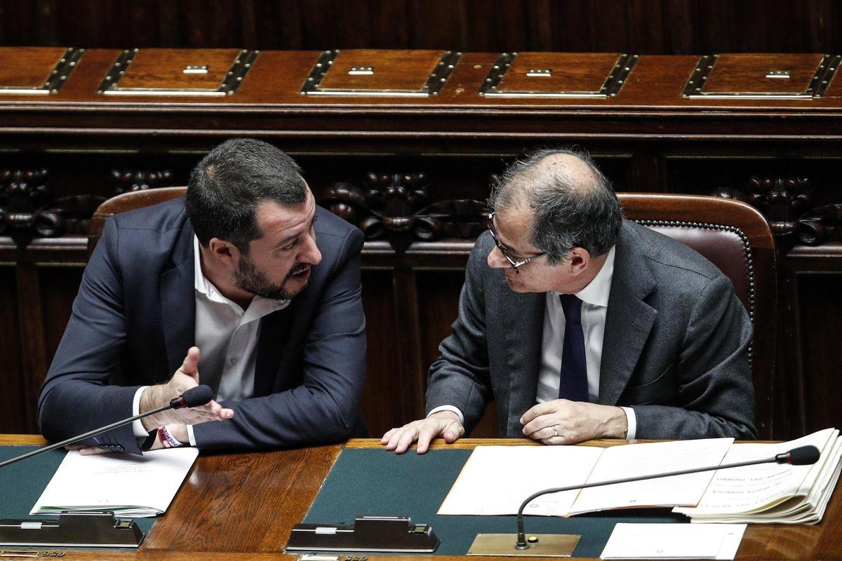 Salvini striglia Tria sugli sbancati: «Firmi il decreto, non aspetti l'Ue»
