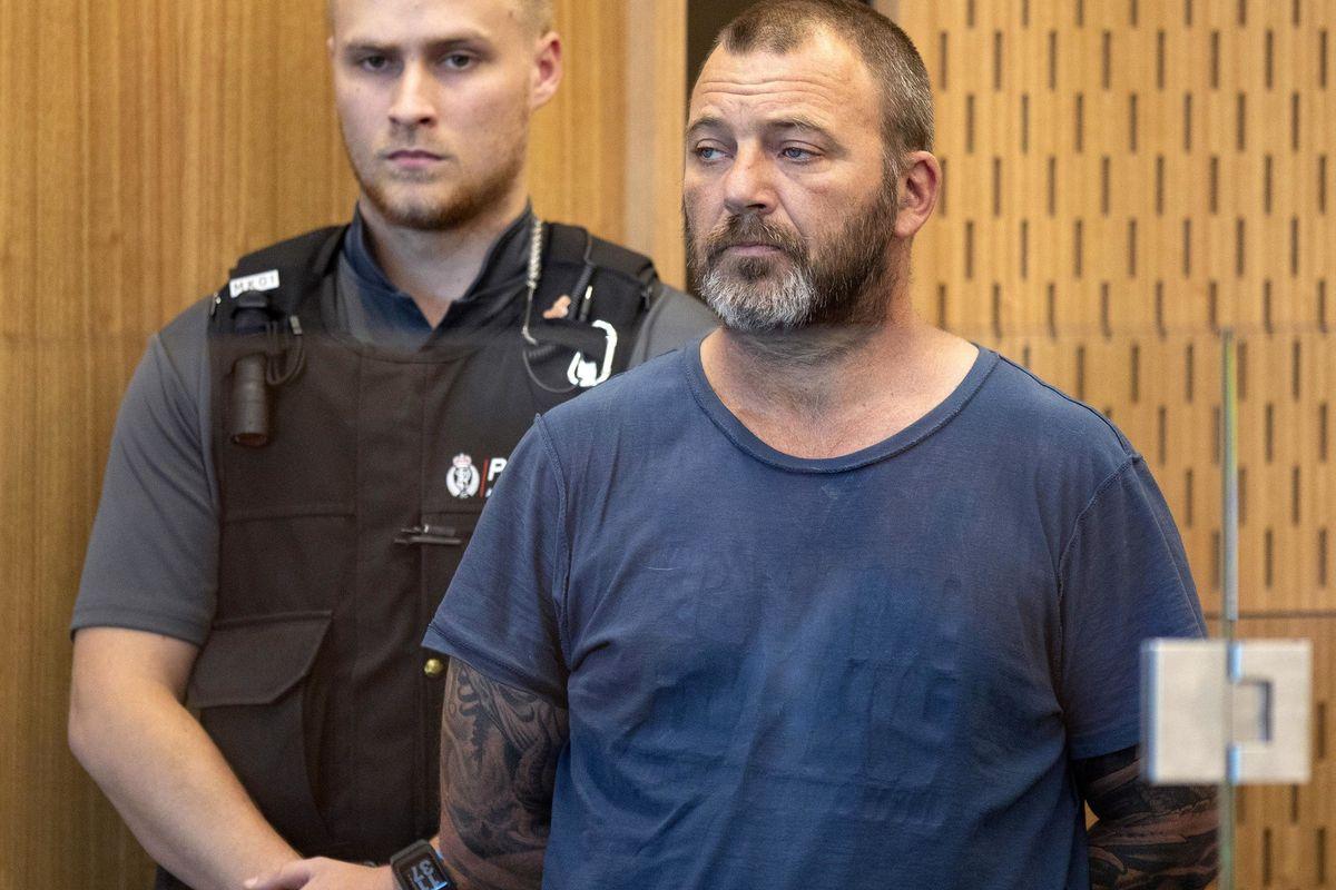 Killer della moschea, avere il manifesto è reato