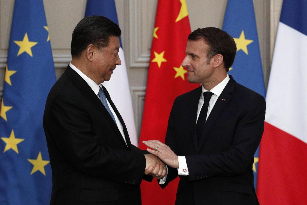 Prima ci fa la morale, poi Macron vende a Xi Jinping 300 Airbus