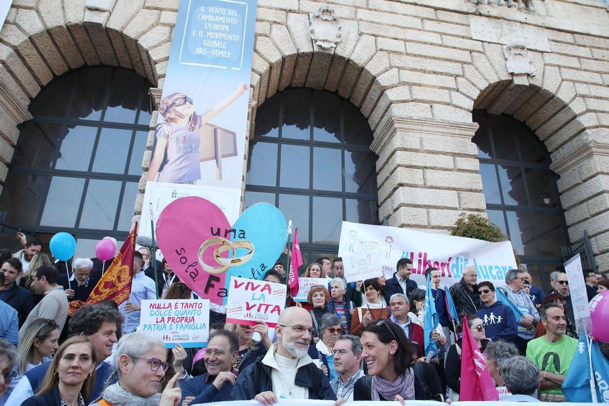 Organizzatori Wcf Verona: «Finalmente Di Maio comincia a capire. Ora governo compatto per misure su famiglia»