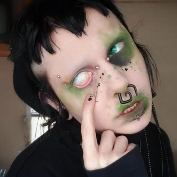 This Goth Uses Dead Bugs to Create Extreme Beauty Looks