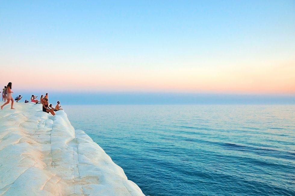 https://pixabay.com/photos/coast-cliff-ocean-white-sea-505858/