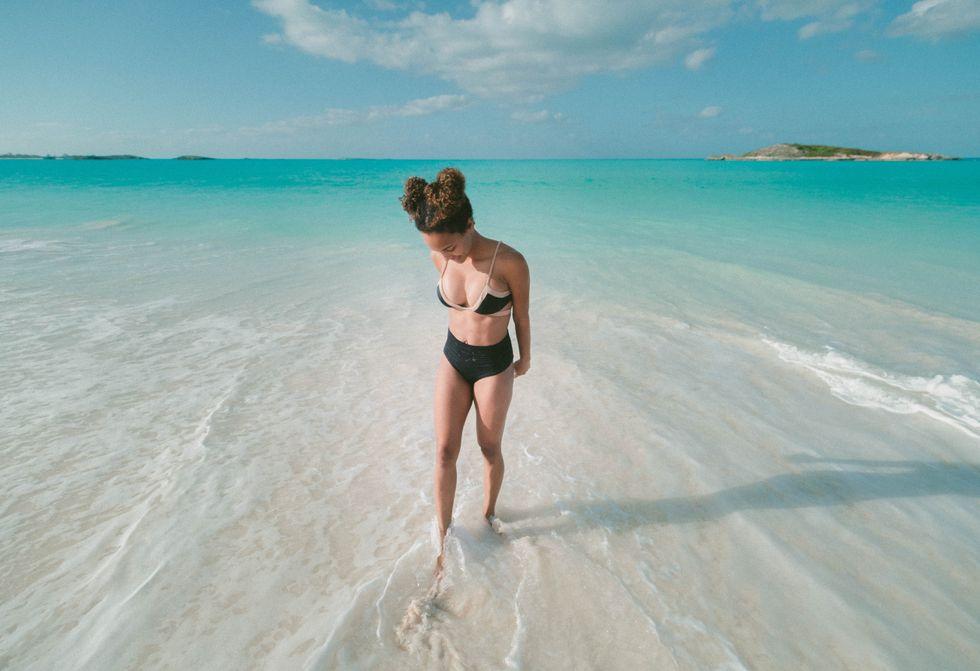 https://www.poolpartytrends.com/bikinis-spring-break/