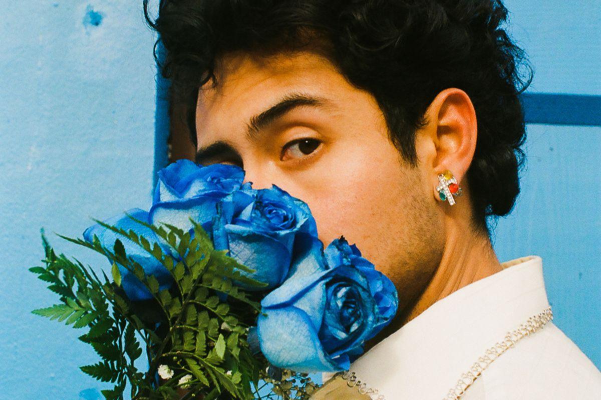 Manchado Pays Tribute to Selena's 'Como La Flor'