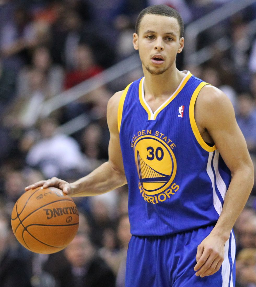 Stephen Curry Breaks And Extends Personal Record of Most Consecutive Games With Five or More 3's Made