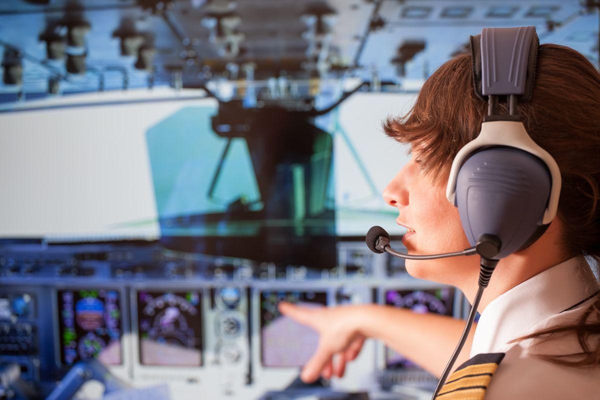 Giovani piloti al comando degli aerei dopo poche centinaia di ore di volo