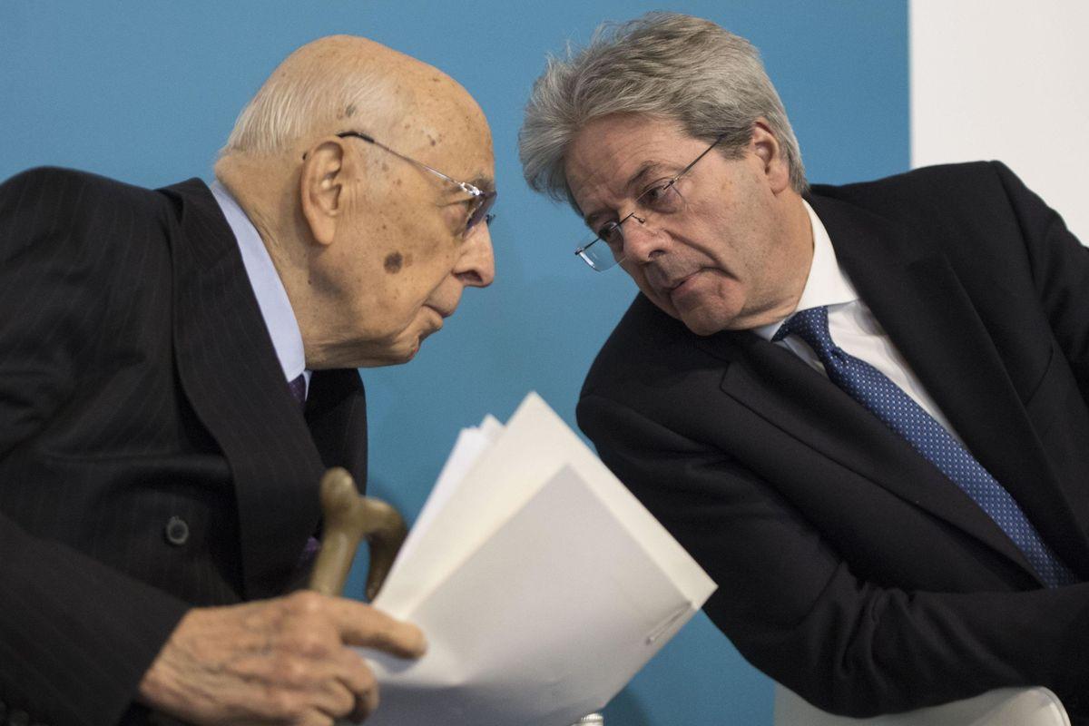 Gentiloni e Napolitano appoggiano la campagna del Pd contro l'Italia