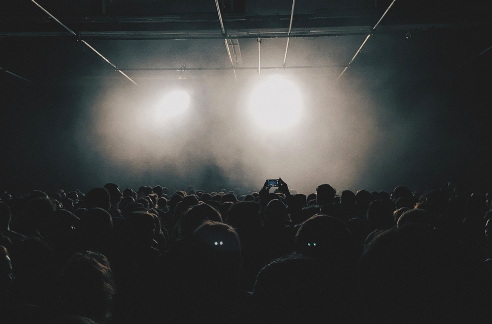 https://pixabay.com/photos/crowd-audience-people-event-789652/