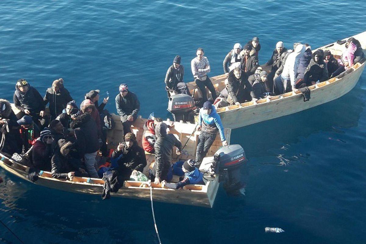 Con i porti chiusi calano i morti e gli sbarchi