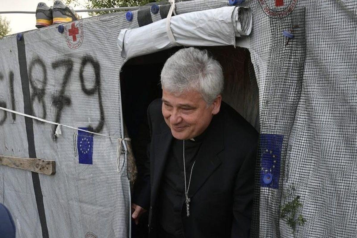 La Chiesa aiuta gli stranieri abusivi ma poi sfratta le famiglie italiane