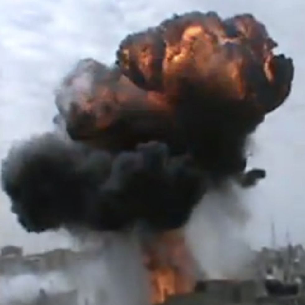 Unbelievable Footage From Syrian Citizen. 5 Bombs In Less Than 55 Seconds