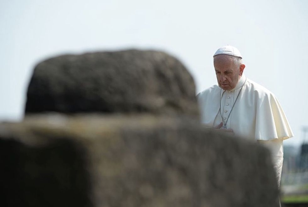 Pope Francis paid a silent visit to Auschwitz, and the photos are powerful.