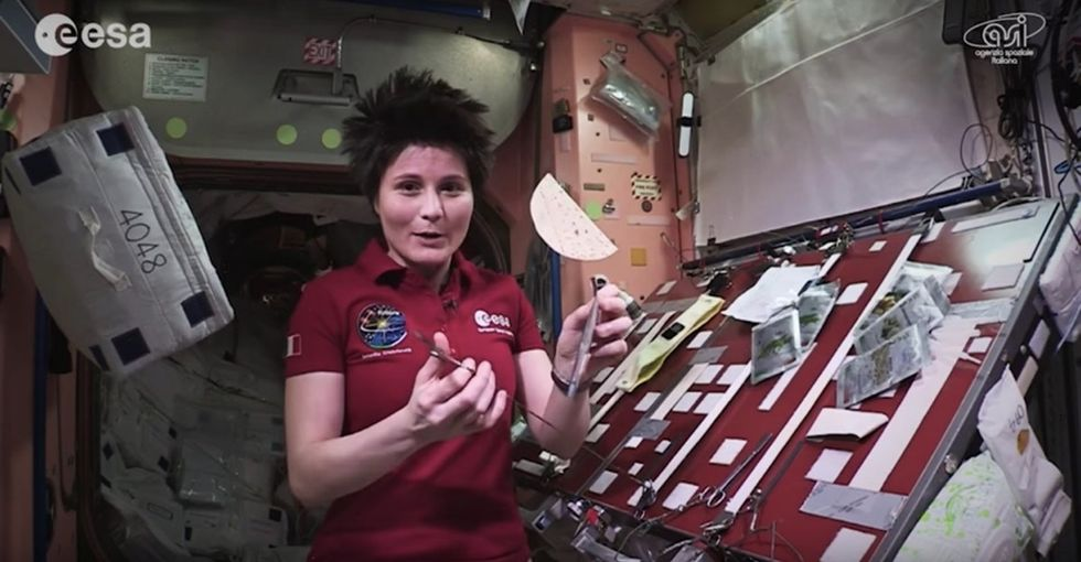 31 Days of Happiness Countdown: This cooking show in space is just so delicious. (Day 17)