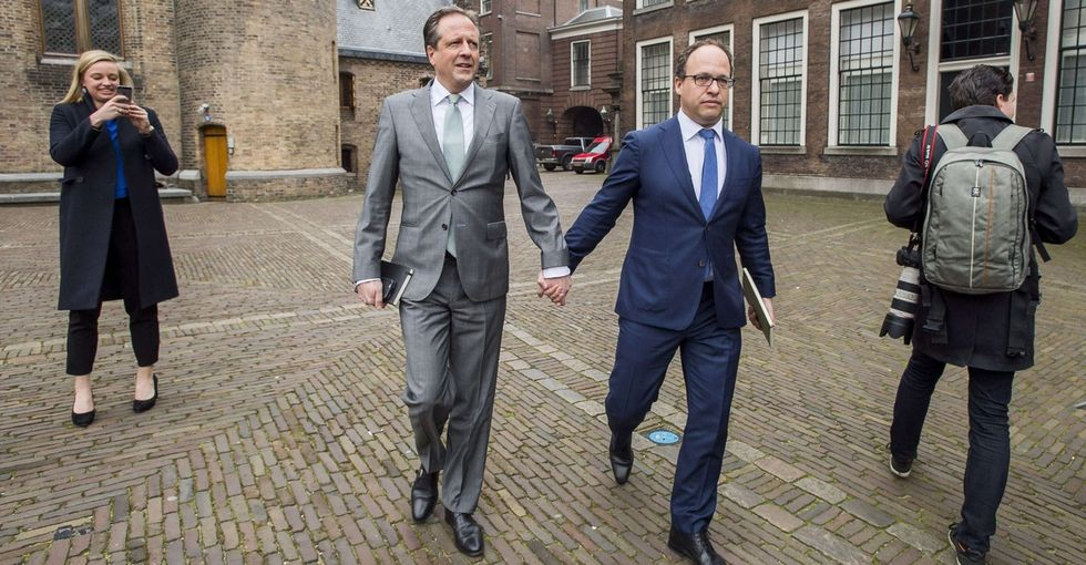 Dutch men around the world are holding hands in support of a gay couple that was attacked.
