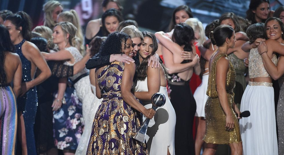 Aly Raisman and 100 other women athletes took to the ESPYs stage for a powerful moment.