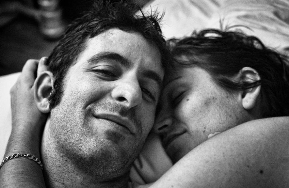 A husband took these photos of his wife and captured love and loss beautifully.