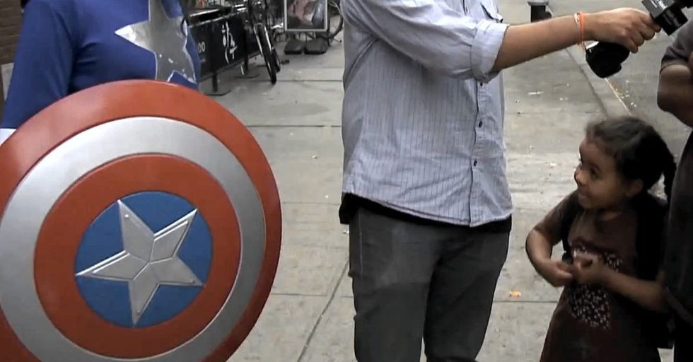 A Dude Dresses Up As Captain America And New Yorkers Can't Even Handle It