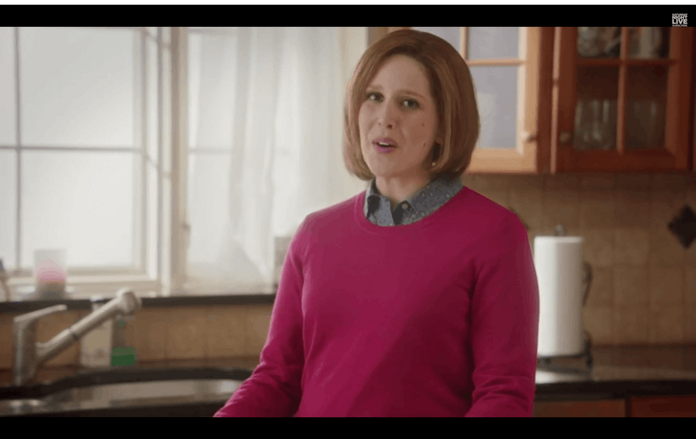 'SNL' Brilliantly Skewers Sexist Super Bowl Snack Commercials With This Parody Ad