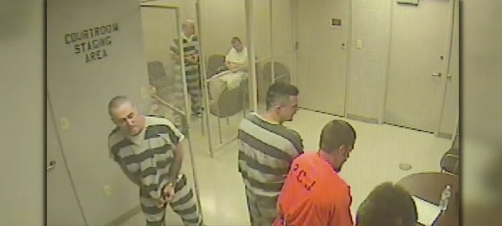 8 prisoners in Texas broke out of their cell ... and saved a guard's life.