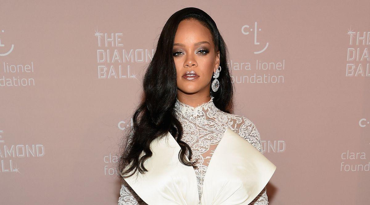 "Rihanna Blasts The ""Idiots"" Who Passed Alabama's Abortion Bill"