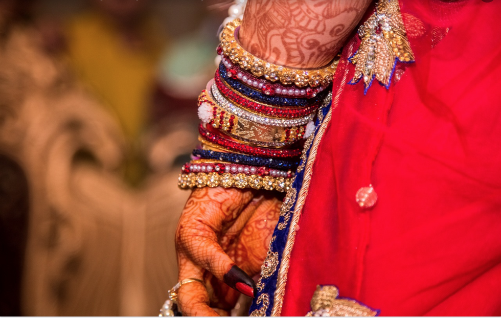 https://pixabay.com/photos/hand-married-wedding-marriage-1404641/