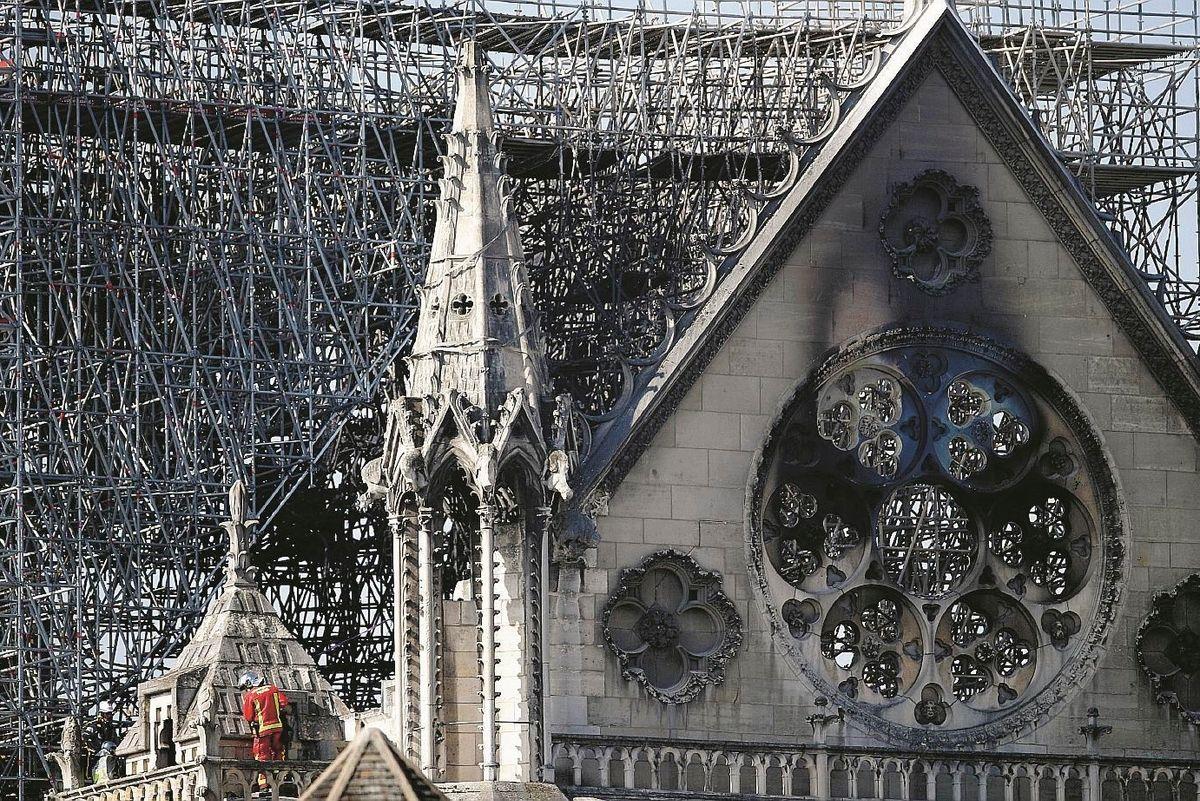 Il vescovo di Parigi contro Macron: «Non riesce a dire la parola cristiani»